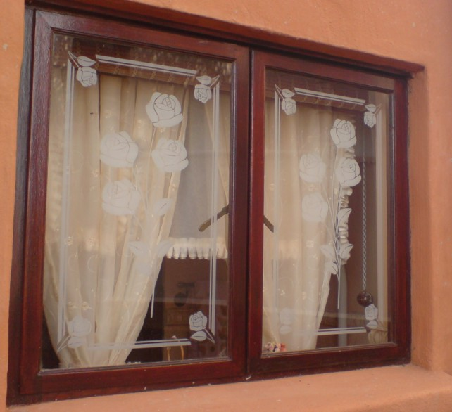 rose window کدام نوع شیشه مناسب تر است؟